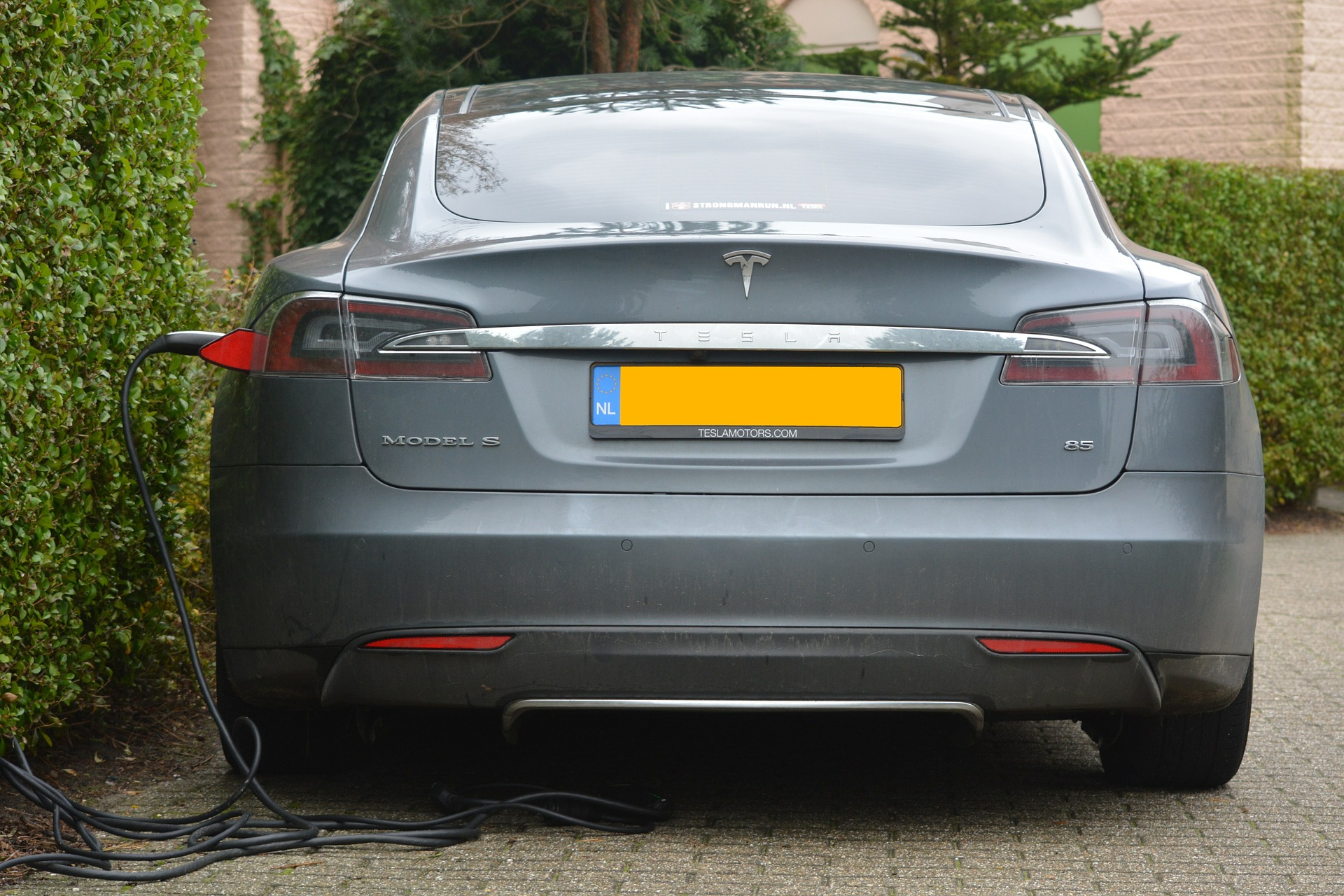 The Tesla effect: Can you get rich from electric cars?