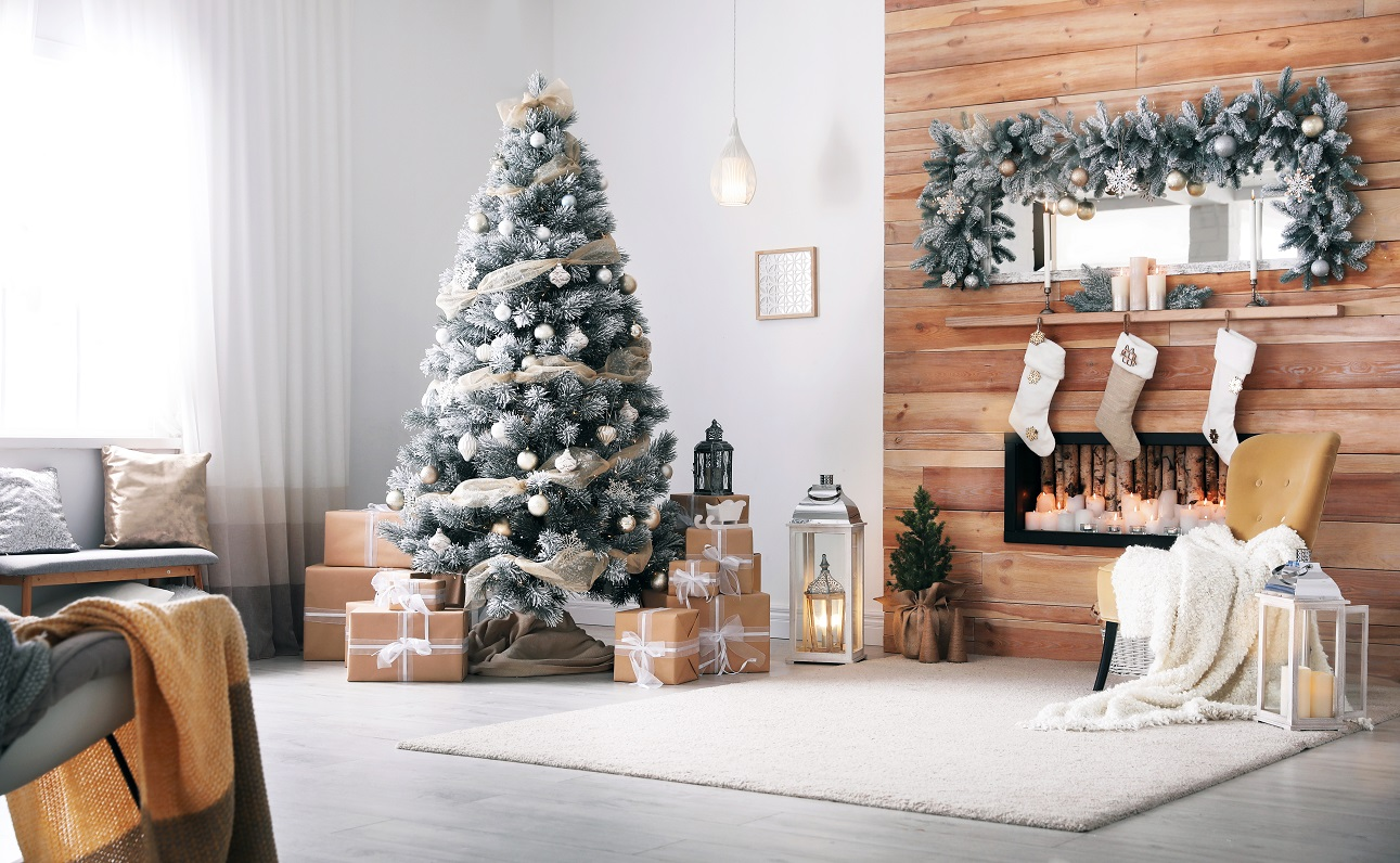 Tips For Decorating Your Home At Christmas on a Budget