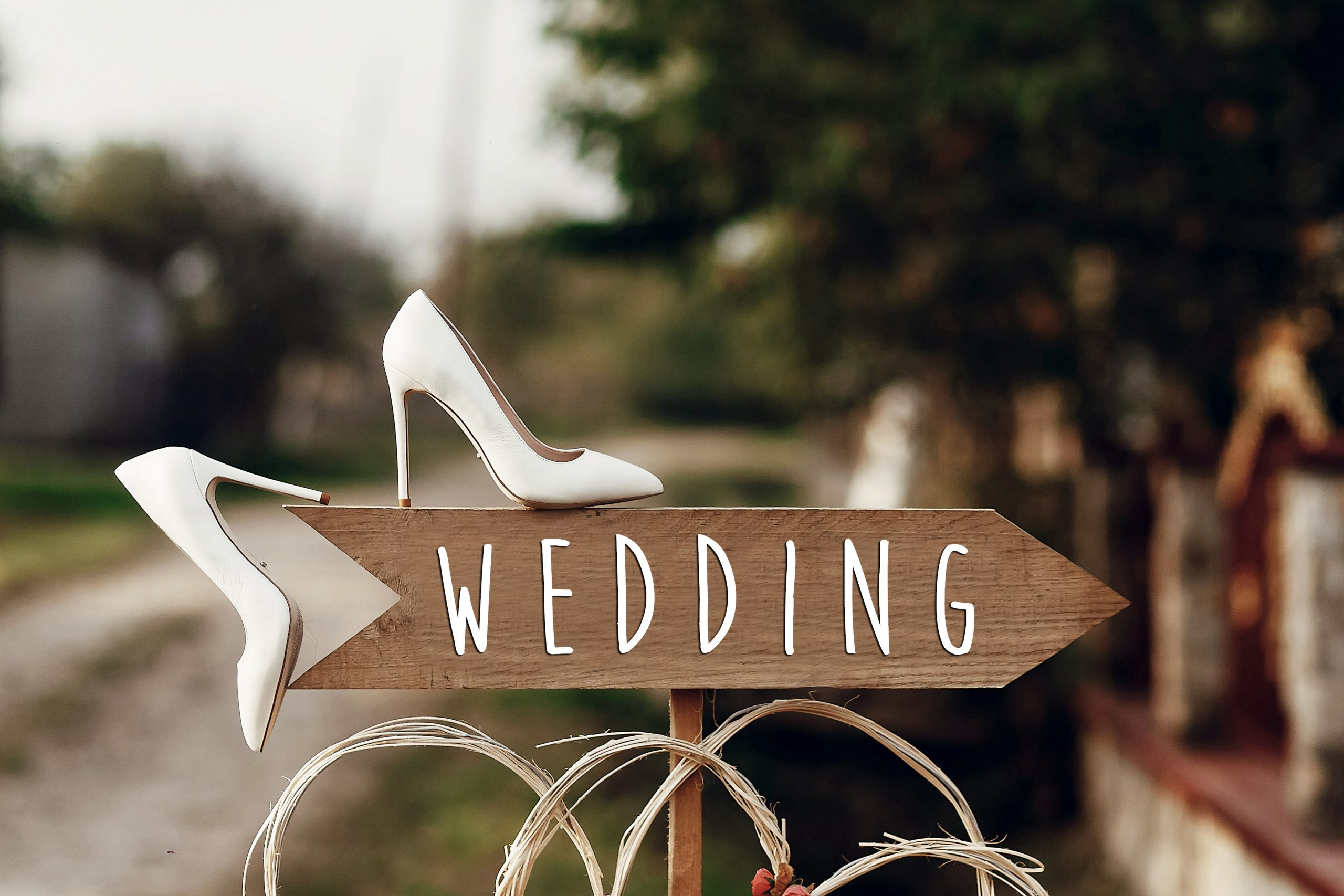 Small Vs Big Wedding: The Pros and Cons